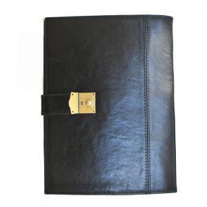Kožená spisovka so zámkom na kľúč v čiernej farbe
