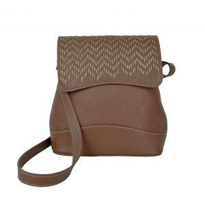 Ručne vyšívaná kožená kabelka v hnedej farbe