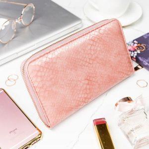 Praktická dámska zipsová ružová hadia peňaženka v darčekovej krabičke