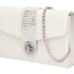 Biela matná dámska listová kabelka na retiazke so striebornými doplnkami
