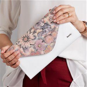 Biela dámska listová kabelka v motíve kvetov W25 ROVICKY