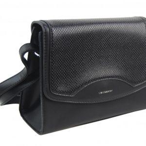 Čierna crossbody dámska kabelka v hadím dizajne